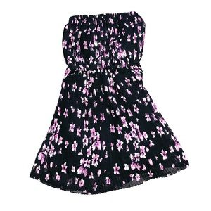 Strapless pleaded black dress with pink flowers